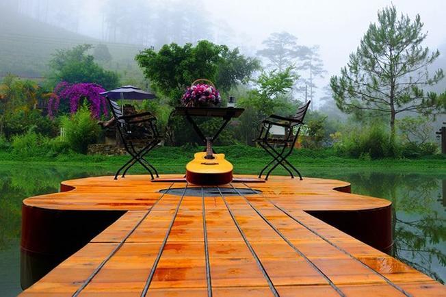 Khung cảnh đẹp, lãng mạn vào ban ngày của khu nghỉ dưỡng ma rừng
