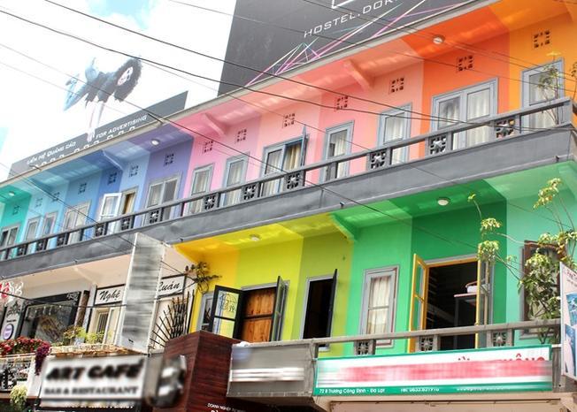 Khách sạn chuồng cọp với những ngôi nhà đầy màu sắc