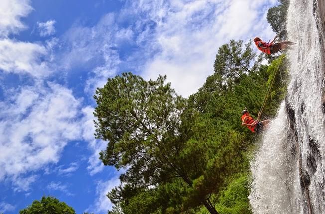 Chinh phục vực Tử Thần bằng đu dây – hoạt động mạo hiểm được yêu thích tại Datanla