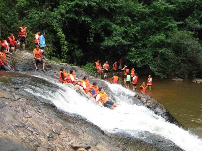 Trượt thác Datanla – hoạt động mạo hiểm nhưng được yêu thúc tại Datanla
