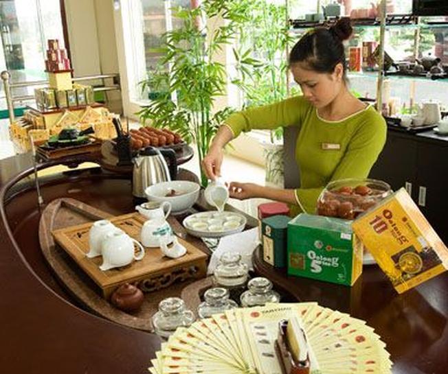 Phục vụ trà cà phê tại trạm dừng chân Tâm Châu