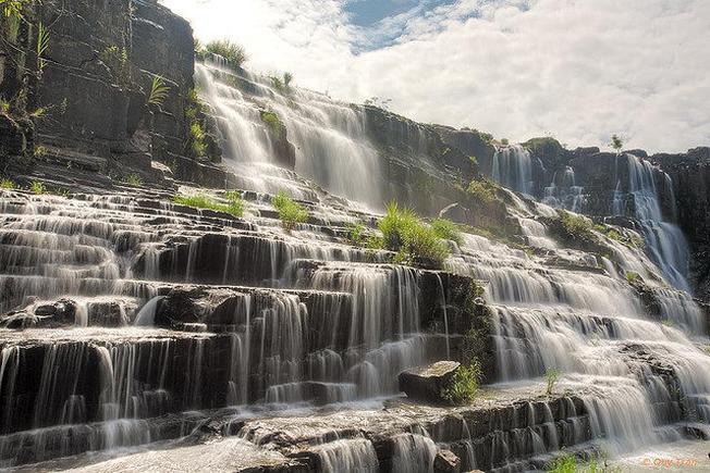 Buổi sáng trong lành tại thác Pongour