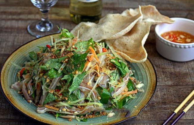 Lẩu bò Ba Toa một trong những món ăn ngon Đà Lạt hấp dẫn trong ngày mưa