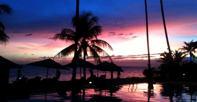 Hoàng hôn nhuộm đỏ trên bãi biển Nha Trang