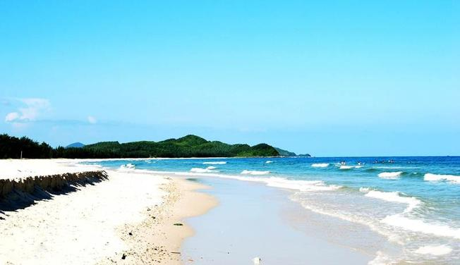 Một góc bãi Dương hoang sơ với nước biển trong xanh
