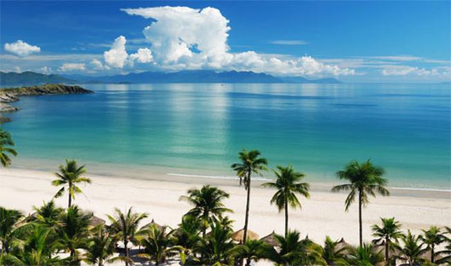 Một góc biển Nha Trang với nước trong xanh thơ mộng