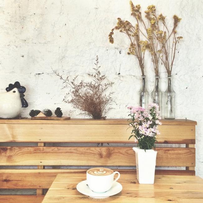 Góc nhỏ xinh xắn của một quán cà phê tại Đà Lạt