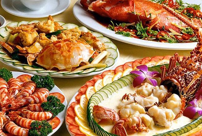 Hấp dẫn với các món hải sản thơm ngon trên đường Phạm Văn Đồng