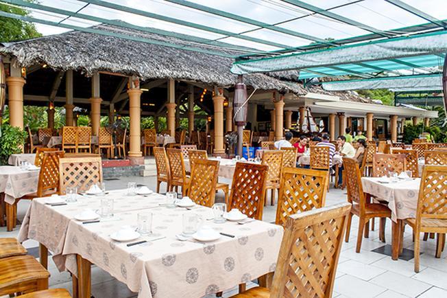 Nhà hàng Thùy Dương Nha Trang với không gian mở và tầm nhìn ra biển