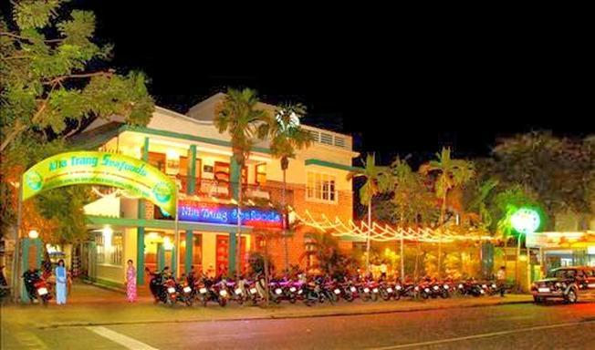 Nha Trang Seafoods hấp dẫn rất nhiều du khách khi về đêm