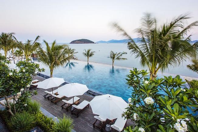 Khu tắm nắng Amiana Resort với bờ biển trong xanh, tươi mát