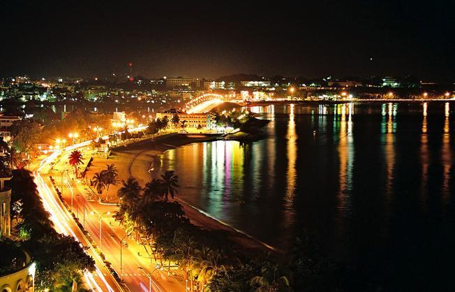 Một góc biển đêm lung linh hấp dẫn tại Nha Trang
