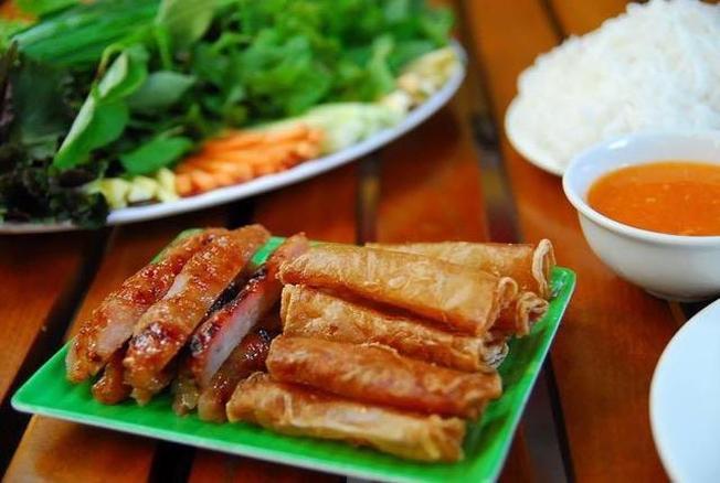 Nem lụi nướng một trong những món ăn đặc sản Nha Trang