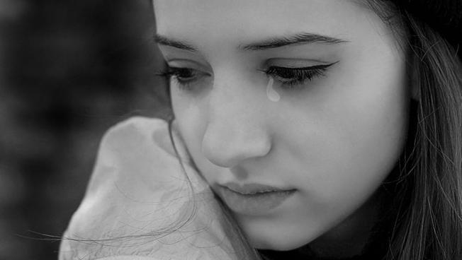 Cô đau đớn khi nhận ra mình không thể giữ được tình yêu