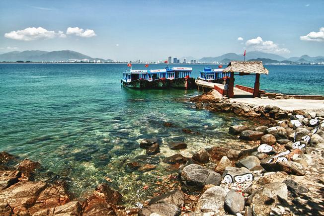 Bãi tắm đẹp và an toàn thuận tiện cho du khách đi dạo