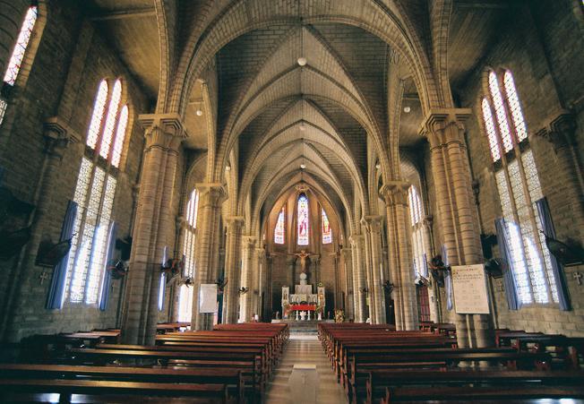 Không gian bên trong nhà thờ