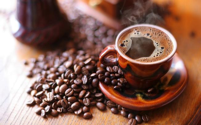 Tách cà phê ngọt ngào tỏa hương