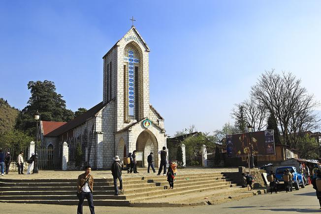 Nhà thờ đá – Biểu tượng du lịch của Sa Pa
