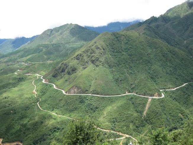 Chinh phục đèo Ô Quy Hồ với độ dốc lớn và đường quanh co