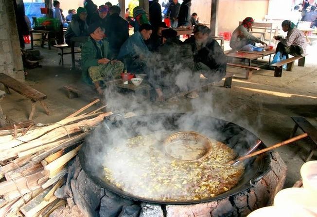 Thắng cố - Món đặc sản độc đáo của chợ vùng cao Sa Pa