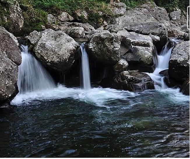 Khung cảnh thiên nhiên hữu tình trên dòng suối ở bản Cát Cát