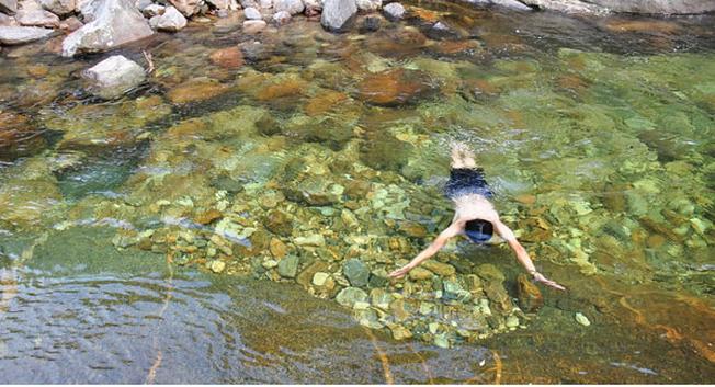 Mùa hè được thỏa sức ngụp lặn trong làn nước mát trong sẽ là những trải nghiệm vô cùng thú vị