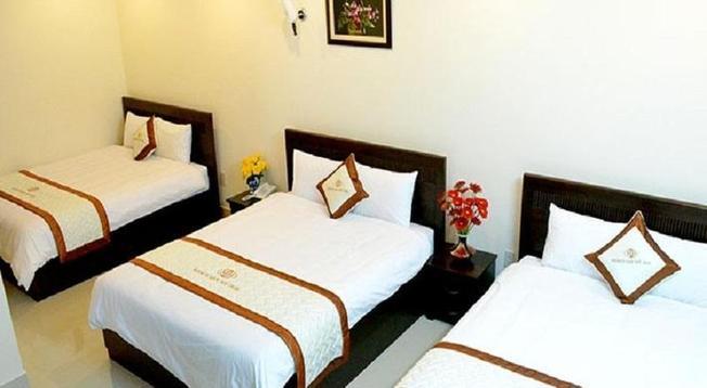 Phòng ngủ 3 giường tại khách sạn Mỹ Hoa