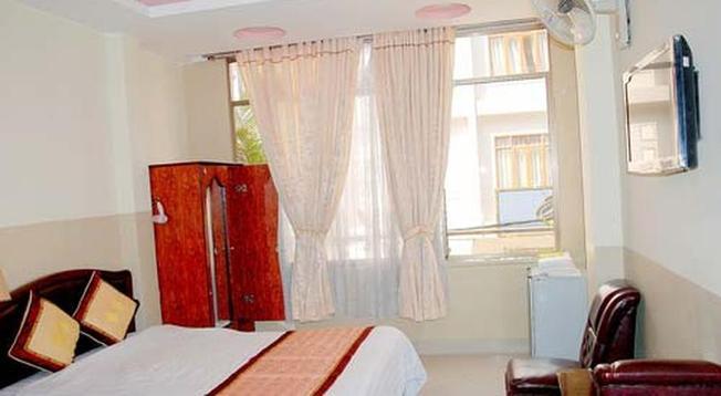Phòng nghỉ tại khách sạn Phương Mai có không gian sáng sủa