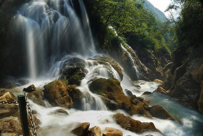 Khung cảnh thiên nhiên thơ mộng của thác Na Pao