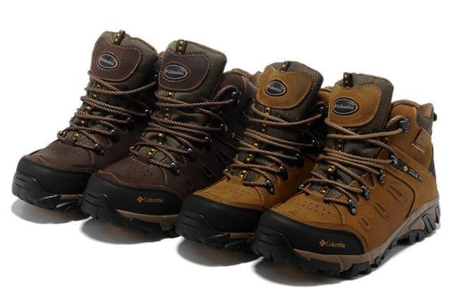 Những mẫu giày leo núi truyền thống được nhiều người sử dụng