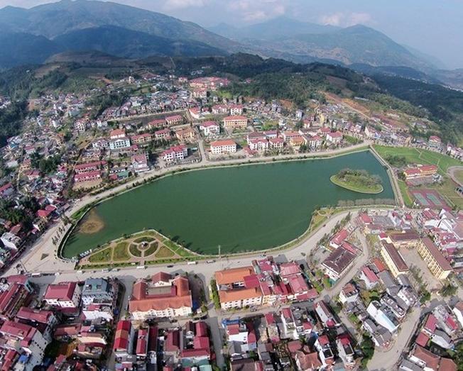 Toàn cảnh thị trấn Sa Pa nhìn từ trên cao