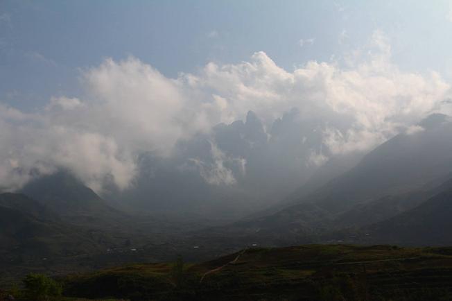 Biển mây bồng bềnh trên đỉnh núi