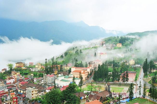 Thị trấn Sa Pa mùa sương
