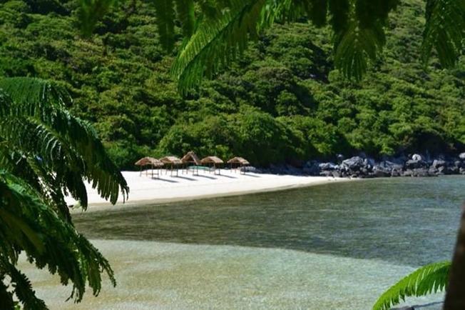 Đảo Bãi Bàng với bờ biển tuyệt đẹp, bãi cát mịn màng sạch sẽ
