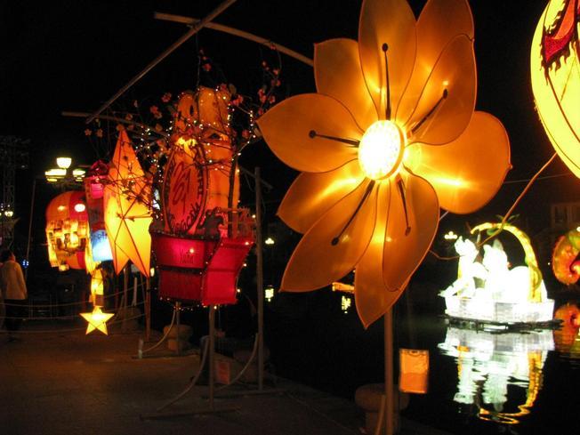 Du lịch Hội An con đường đèn lồng về đêm lung linh