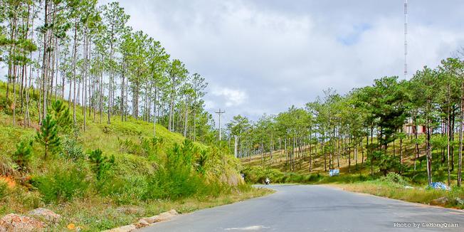 Khung cảnh thiên nhiên đẹp trên đèo Khánh Lê