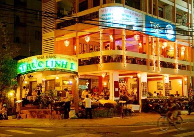 Khu vực nhà hàng trên phố Tây Nha Trang