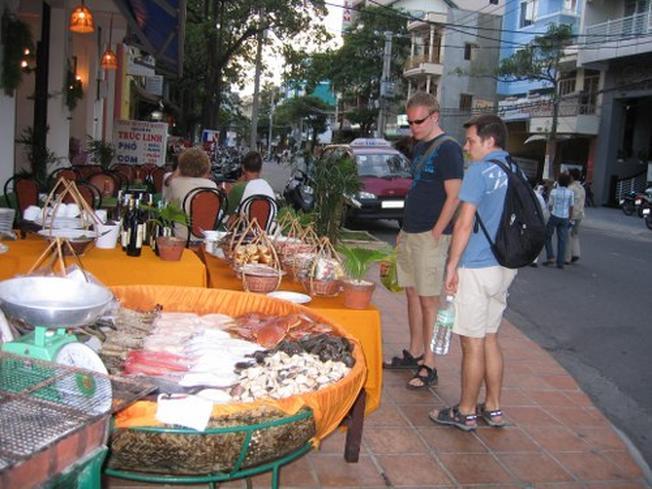 Vui vẻ trong khu phố Tây Nha Trang