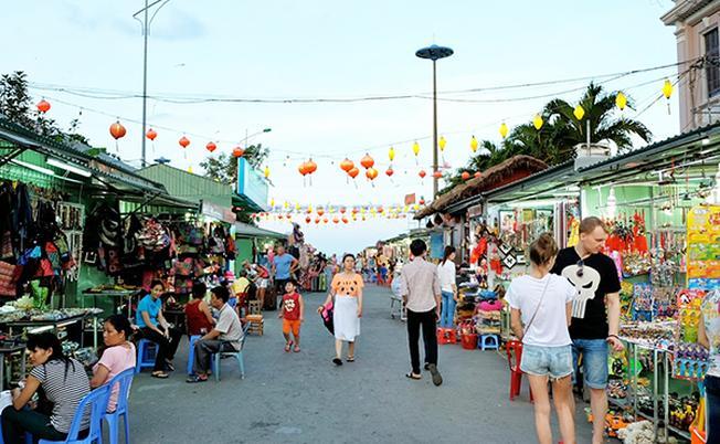Phố Tây Nha Trang trong một buổi sáng yên bình
