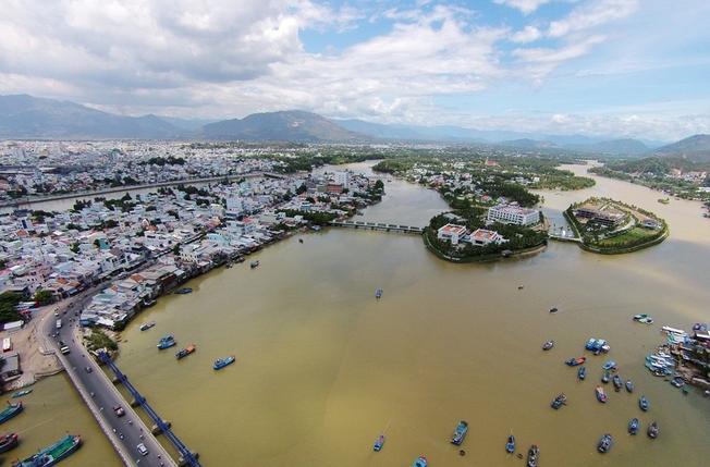 Dòng sông Cái Nha Trang nhìn từ trên cao