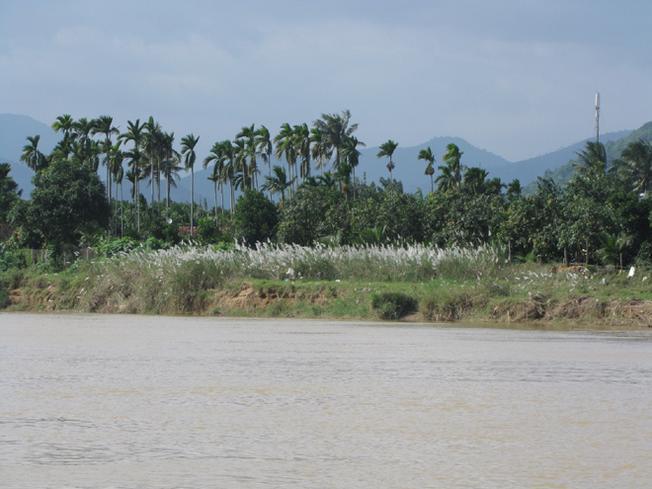 Những xóm làng yên bình ven sông Cái
