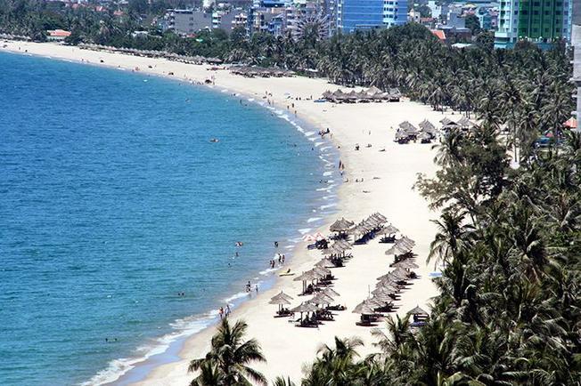 Thành phố biển Nha Trang nổi tiếng với bãi biển xinh đẹp