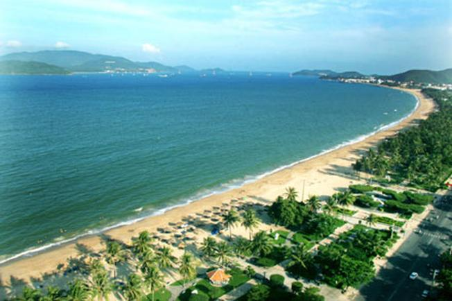 Bãi tắm Nha Trang đẹp diễm lệ