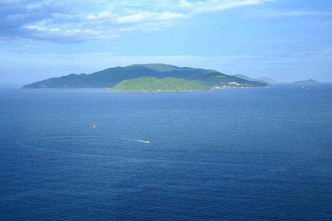 The area of ​​Hon Tre island is located in Nha Trang Bay