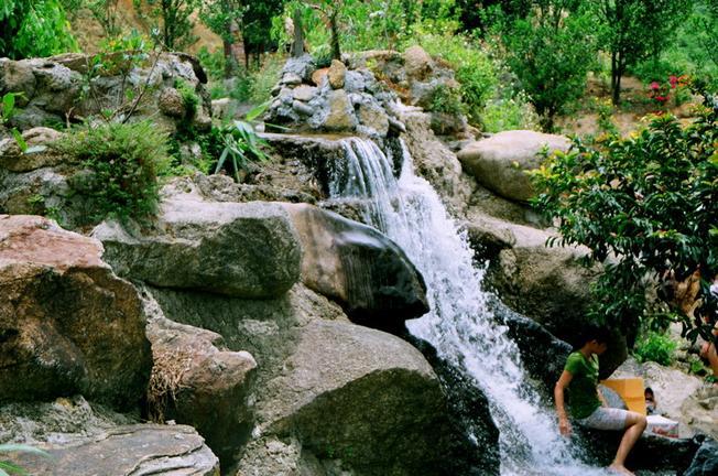 Suối Hoa Lan trong xanh và thoáng mát (Ảnh sưu tầm)