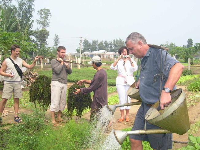 Thử làm những công việc của người nông dân