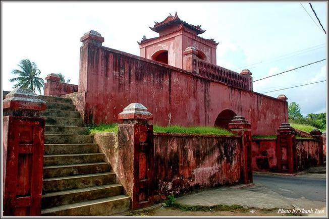 Lối lên thành cổ Diên Khánh