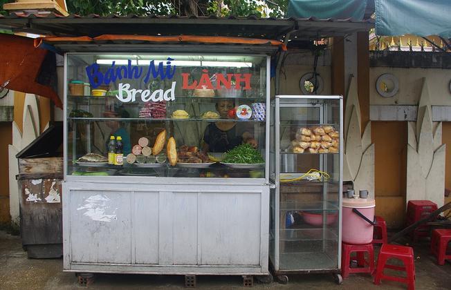 Bánh mì cô Lành mộc mạc, đơn sơ mà mặn mà, nồng ấm