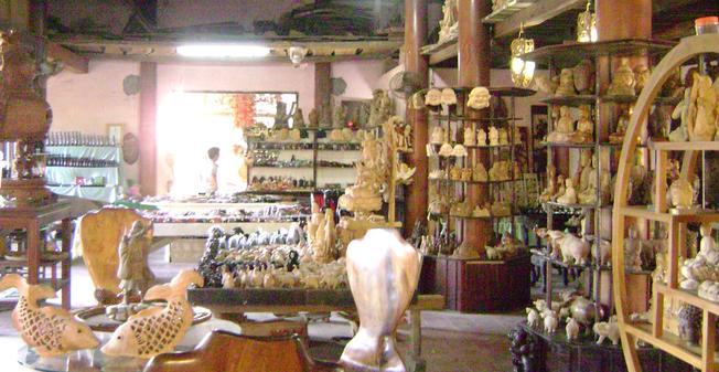 Nơi trưng bày sản phẩm mộc Kim Bồng