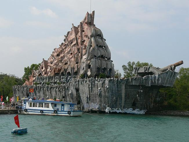 Thủy cung Trí Nguyên như một con tàu hóa thạch cổ xưa